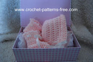 Free Crochet Patterns fro Baby Booties and Baby Bonnet