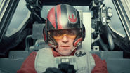 STAR WARS: THE FORCE AWAKENS Fan Theories Are Way Off Says Oscar Isaac