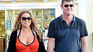 Mariah Carey lives with billionaire James Packer