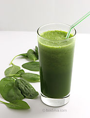 Detoxifying Raw Spinach Juice for Glowing Skin