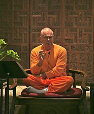 Swami Chetanananda Teaching Desciples