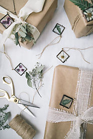 DIY Pressed Flower Ornaments | The Blondielocks | Life + Style