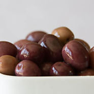Locked the Natural Nutrients of Black Pitted Olives - Zeea.com