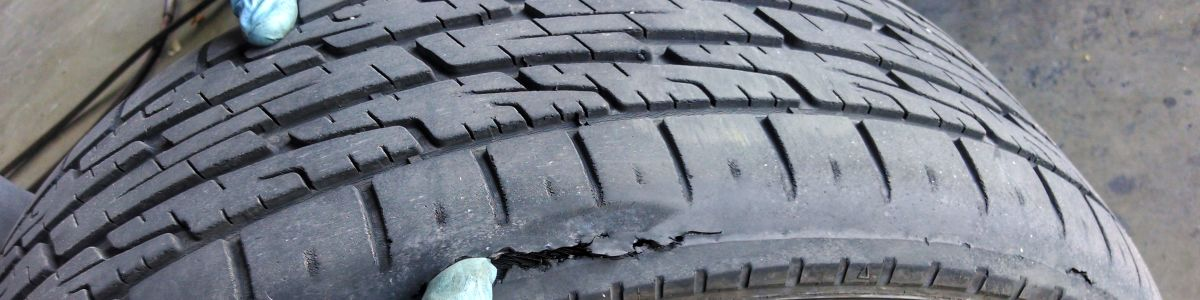 Headline for 5 ways to ensure your tires safety – Dos and Don'ts.