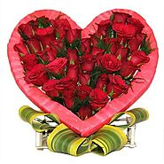 Buy/Send Red Roses In Heart Online Same Day Delivery - OyeGifts.com