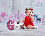 cake smash photography Mississauga is a great time for creating