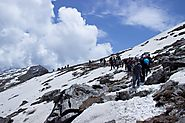 Manali trekking camp - Trekking thru the mountains