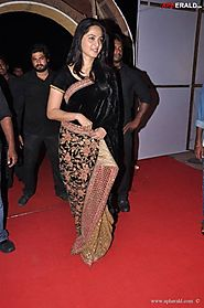 Anushka Shetty Cute Stills in Sabyasachi Black Velvet Saree with heavy – Mahi Fashion