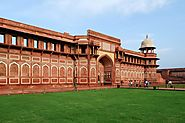 Complete Travel Guide to Agra Fort - Travelogy India Blog