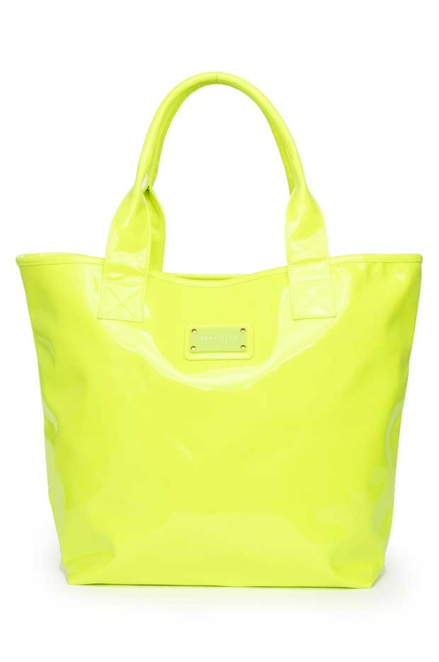 Headline for Summer Fashion: Stylish Beach Totes to Check Out