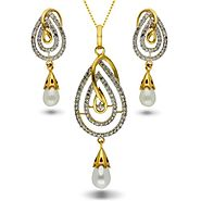 Buy This Glamorous Diamond Pendant Set Online