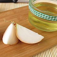 How Can Onion Juice Help Reduce Dandruff? | FASHION GOALZ