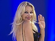 Pamela Anderson Dumped By Text Message | Celebszilla