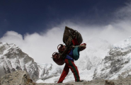 Brawl On Everest Exposes Clash In Mountaineering World