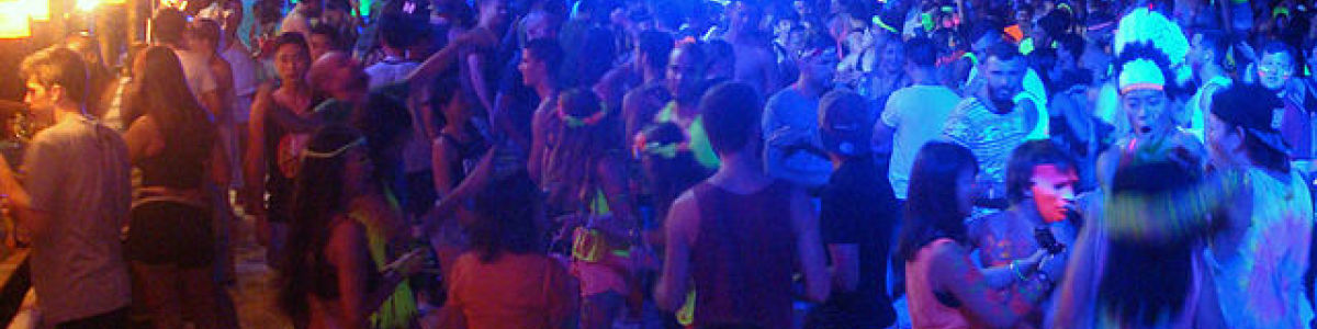 Headline for Dance till you drop at the moon parties in Koh Phangan – Where the day begins after sunset